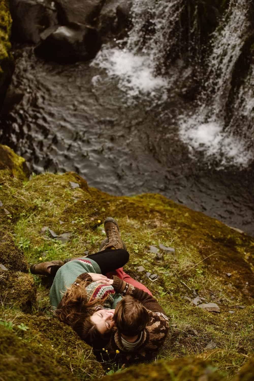 hiking-engagement-photographer