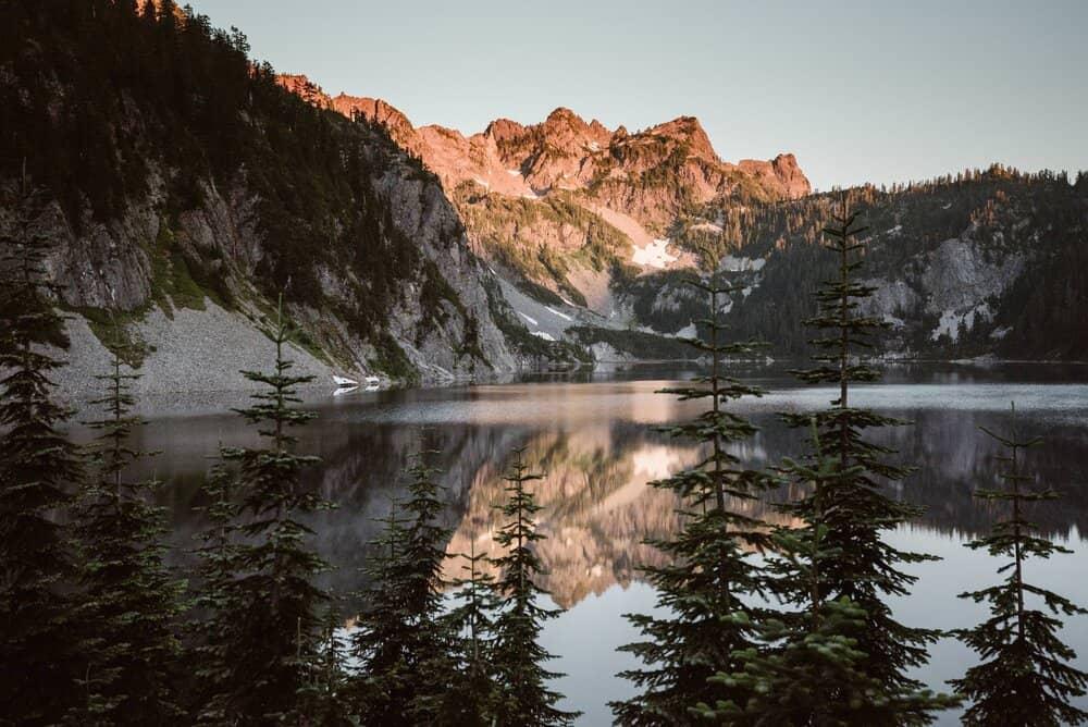 snow-lake-elopement.adventureandvow-30.jpg